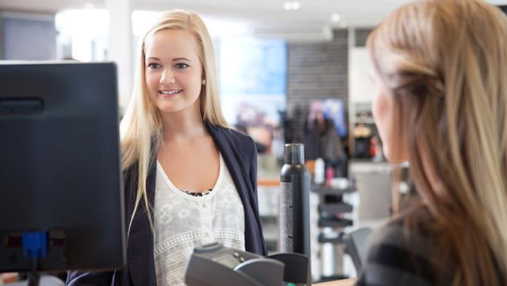 Как правильно встретить клиента в салоне красоты?